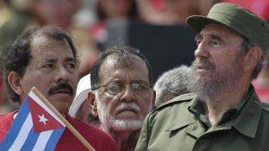 Daniel Ortega y Fidel Castro. Después de la cubana la sandinista fue la primera revolución exitosa en América Latina.